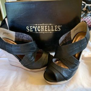 Black Seychelles zip back wedges size 8